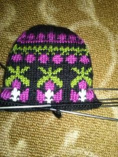 Knitting Accessories, Knitted Hats, Diy And Crafts, Beanie, Socks, Crochet Patterns, Model, Stuff To Buy, Fashion
