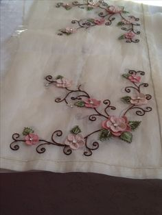 Ribbon Embroidery, Embroidery Stitches, Embroidery Designs, Ribbon Work, Stencil Designs, Elsa, Stencils, Diy And Crafts, Lily