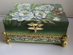 Altered Cigar Boxes, Trunks And Chests, Decoupage Box, Antique Boxes, Pretty Box, Jewellery Boxes, Painted Boxes, Vintage Box, Box Design
