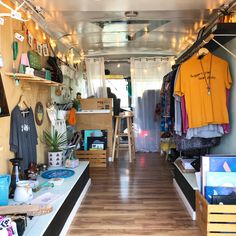 Boutique Decor, Mobile Boutique, Mobile Shop, Boutique Interior, Container Shop, Container Design, Office Interior Design, Office Interiors, Mobile Fashion Truck
