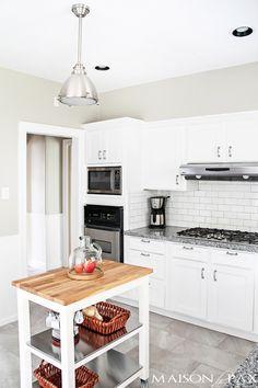 gorgeous classic white kitchen renovation   maisondepax.com