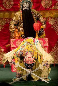 """《霸王别姬》 """"Farewell my concubine"""" Sword dance scene Chinese Opera, Chinese Art, Farewell My Concubine, Lion Dragon, Sword Dance, Ang Lee, Dragon Dance, Chinese Movies, Asian History"""