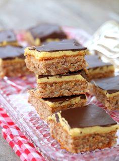 i en liten kjele. Varm opp til kokepunktet på medium varme til den begynner å tjukne. Her er det tre ting som er viktig: du må røre heile tida, den må bli varm nok for å tjukne, men den må ikkje Pudding Desserts, No Bake Desserts, Sarah Bernhard, Chocolate Sweets, Fudgy Brownies, Eat Smarter, Cake Cookies, Sugar Free, Nom Nom