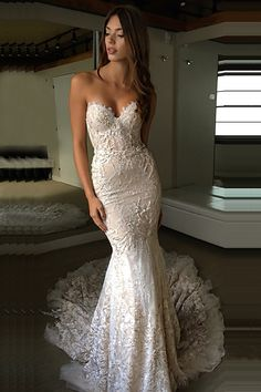 Mermaid Sweetheart Court Train Champagne Lace Wedding Dress with Appliques