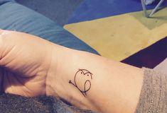 unterarm tattoo, kleine tattoo motive, tätowierung mit eule motiv