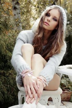 Everything angora and mohair! For all sweater enthusiasts! For all those who love fuzz! Cute Fashion, Spring Fashion, Fashion Beauty, Fashion Outfits, Angora Sweater, Fashion Photography Inspiration, Hello Beautiful, Woman Face, World Of Fashion
