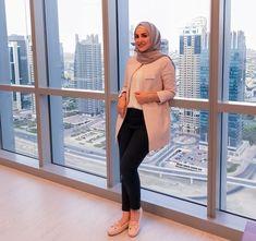 business attire hijab Work Outfits Business attire hijab & geschäftskleidung hijab & hijab de tenue professionnelle & traje de negocios hijab & business attire for young women, business attire professio Business Attire For Young Women, Summer Business Attire, Formal Business Attire, Corporate Attire, Business Outfits, Casual Hijab Outfit, Casual Work Outfits, Professional Outfits, Dress Casual