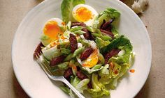 Hugh Fearnley-Whittingstall's salad of lettuce, chorizo and soft-boiled eggs recipes dinner main courses recipes dinner meat recipes dinner videos easter recipes dinner easter recipes dinner Boiled Egg Salad, Soft Boiled Eggs, Easter Dinner Recipes, Healthy Dinner Recipes, Hugh Fearnley Whittingstall, Dinner Salads, Veggie Dishes, Side Dishes, Baby Food Recipes