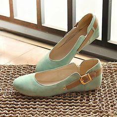 Sapato de bico redondo. Quatro Estações. Airu (Portuguese)  Round toe shoe. Four seasons. Airu (English)