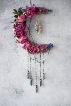 Crafts To Sell, Diy And Crafts, Arts And Crafts, Los Dreamcatchers, Dream Catcher Craft, Dream Catchers, Ramadan Decoration, Drying Roses, Moon Crafts
