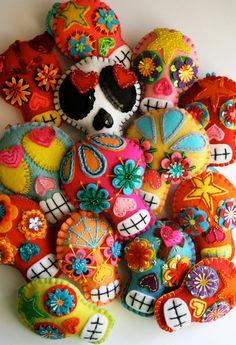 crafts plush sugar skull handmade dia de los muertos day of the dead felt sugar skulls softie Mexican folk art Kids Crafts, Craft Projects, Sewing Projects, Arts And Crafts, Crafts With Felt, Felt Projects, Mexican Folk Art, Mexican Skulls, Mexican Crafts