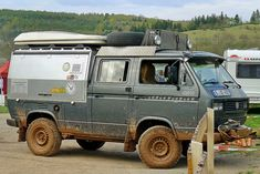 This Syncro Doka double cab truck is insane. It has so many hacks, but my favorite is the steel plated roof rack. Vw Bus T3, Volkswagen Bus, Vw T1, Vw Camper, Truck Roof Rack, Vw Syncro, Expedition Vehicle, Mini Trucks, Vw Cars