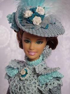 Crochet Doll Dress, Crochet Barbie Clothes, Sewing Doll Clothes, Crochet Doll Pattern, Clothes Crafts, Knitted Dolls, Doll Dress Patterns, Barbie Patterns, Beautiful Barbie Dolls