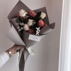 68 Trendy Flowers Bouquet Gift Floral Arrangements How To Make Cake Pop Bouquet, Felt Flower Bouquet, Diy Bouquet, Boquette Flowers, Luxury Flowers, Small Flowers, Chocolate Flowers, Chocolate Bouquet, Cake Chocolate