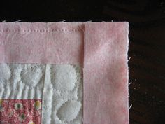 Tutorial – Quilt Binding with Mitered Corners – Wendy's Knitch Hand Quilting Patterns, Quilting Tips, Quilting Tutorials, Machine Quilting, Beginner Quilting, Sewing Mitered Corners, Quilt Corners, Quilt Binding Tutorial, Sewing Binding