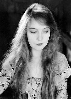 Lillian gish, looking v contemporary