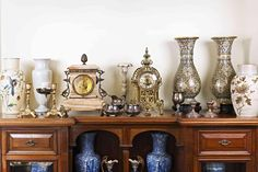 Listing Down the Different Types of Antique Glass - Home Window Repair - Chandler AZ Antique Clocks, Antique Items, Antique Art, Antique Buyers, Antique Glass, Vintage Glassware, Spring Cleaning, Candlesticks, A Table