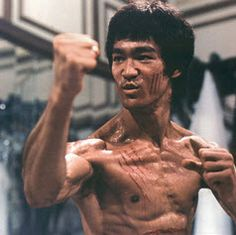 And why Bruce Lee net worth is so massive? Bruce Lee net worth is definitely at the very top level among other celebrities, yet why? Bruce Lee Fotos, Bruce Lee Body, Bruce Lee Workout, Karate Academy, Bjj Memes, Isometric Exercises, Jeet Kune Do, Ju Jitsu, Sports