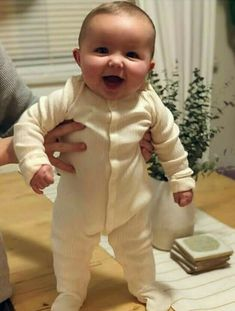 Cute Little Baby, Baby Kind, Cute Baby Girl, Little Babies, Baby Love, Cute Babies, Precious Children, Beautiful Children, Beautiful Babies