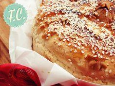 Christopsomo, Sweet Christmas Bread - Easy and yummy, daily homemade recipes! Greek recipes, Quick recipes, Easy sweets and others. Christmas Bread, Christmas Time, Greek Recipes, Quick Recipes, Easy Sweets, Dessert Recipes, Desserts, Sweet Bread, Hot Dog Buns