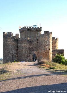 Castillo de Peñaranda del duero desde el norte, con la puerta en el frente