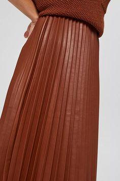ESPRIT – Jupe longueur midi en similicuir plissé sur notre boutique en ligne Pantalon Costume, Haut Bikini, Short En Jean, Skinny, Pulls, Style Me, Latest Trends, Midi Skirt, How To Wear