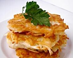 Hash Browns for kids  Ingredients 400g potatoes, peeled 1 small onion, grated (optional) 1 egg 1 tbs snipped fresh chives or parsley (optional) salt and pepper 2 tablespoons olive oil
