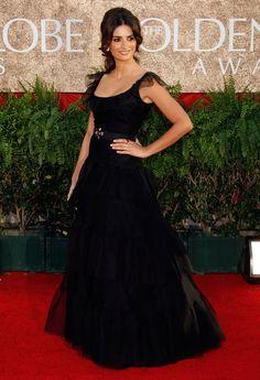 One of my favourite Golden Globes dresses ever - Penelope Cruz, 2007 Iconic Dresses, Oscar Dresses, Glamorous Dresses, Beautiful Dresses, Celebrity Gowns, Celebrity Red Carpet, Celebrity Style, Penelope Cruz, Dressy Dresses