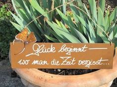 """Edelrost poetry table family is . - Edelrost sign with ginkgo leaf """"Happiness begins"""" - Angels Garden, Most Beautiful Gardens, Family Garden, Garden In The Woods, Fibres, Planting Succulents, Succulent Gardening, Flower Gardening, Container Gardening"""