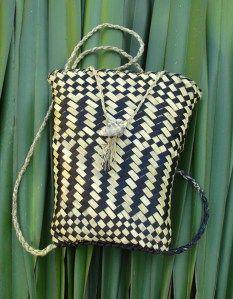 Kete Pikau Pango & Mā Flax Weaving, Weaving Art, Maori Patterns, Weaving Techniques, Cloak, Drawstring Backpack, Straw Bag, Light Blue, Turquoise
