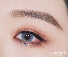 asian makeup – Hair and beauty tips, tricks and tutorials Korean Natural Makeup, Korean Makeup Look, Korean Makeup Tips, Korean Makeup Tutorials, Asian Makeup, Natural Beauty, Dark Circles Makeup, Korean Make Up, Japanese Makeup