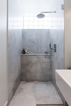 this for our en suite. Not sure necessarily about the tile colours but the design could work well Bathroom Toilets, Bathroom Kids, Bathroom Inspo, Modern Bathroom, Bath Or Shower, Take A Shower, Marble Showers, Dressing, Master Bath Remodel