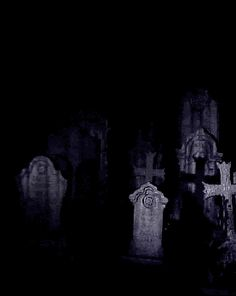 Ghostly images and spirits appear and disappear in the grave yard on a dark scary night : Gif Halloween Gif, Halloween Pictures, Halloween Horror, Spirit Halloween, Vintage Halloween, Happy Halloween, Ghost Images, Art Images, Gothic