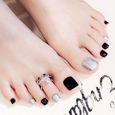 Pretty Toe Nails, Cute Toe Nails, Pretty Toes, Feet Nail Design, Toe Nail Designs, Feet Nails, Toenails, Manicure E Pedicure, Black Pedicure