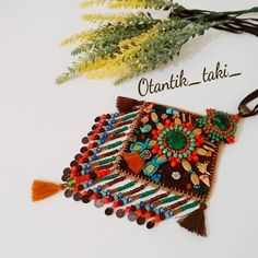 . . . Bazen öyle anlar olur ki; Hasta yatarsınız mecaliniz olmasa da gelen siparişi geri çeviremezsiniz... Karşınızda ki insanın heyecanı… Tablet Weaving, Jewelery, Jewelry Necklaces, Textiles, Arabic Art, Handcrafted Jewelry, Handmade, Textile Jewelry, Filet Crochet