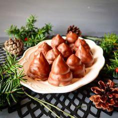 一説によるとヘブライ語版の「ハリーポッター」ではダンブルドアの好物として登場したというイスラエルで人気の冬のお菓子「クレンボ」。 これは、ビスケットの上にメレンゲクリームを乗せてチョコレートでコーティングしたお菓子だ。冷凍してもそのままおいしく食べら