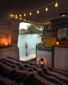 High level of cosiness 🖤 Have you ever tried or would you like to try van life? 𝔽𝕠𝕝𝕝𝕠𝕨 if you love camping! 𝔽𝕠𝕝𝕝𝕠𝕨 if you love camping! 𝔽𝕠𝕝𝕝𝕠𝕨 if you love camping! Bus Life, Camper Life, Bus Camper, Kombi Home, Van Home, Van Interior, Motorhome Interior, Van Living, Living Room