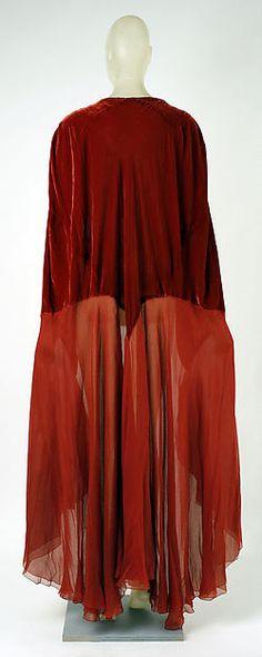 Evening cape (back view) Designer: Madeleine Vionnet  Date: 1930–35 Culture: French Medium: silk Accession Number: 1978.278.2