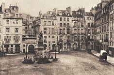 place Dauphine - Paris 1er- Voici le côté est de la place Dauphine vers 1865. On distingue l'arcade qui menait à l'ancienne rue de Harlay et, au milieu de la place, la fontaine en honneur du genéral Desaix. Toutes ses maisons, ainsi que la fontaine, furent démolies vers 1871 pour dégager la façade arrière du palais de Justice.