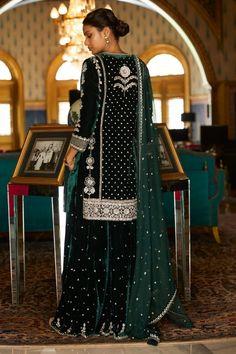 Pakistani Formal Dresses, Pakistani Wedding Outfits, Pakistani Dress Design, Indian Outfits, Anita Dongre, Designer Suits Online, Designer Dresses, Home Design, Velvet Dress Designs