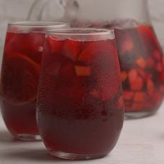 The Best Red Sangria : This delicious red sangria is a classic. It goes down so easy you hardly know there's alcohol involved (but oh, there is! Perfect for fun nights with friends. Christmas Drinks Alcohol, Holiday Drinks, Summer Drinks, Fun Drinks, Holiday Recipes, Alcoholic Drinks, Red Sangria Recipes, Cocktail Recipes, Margarita Recipes