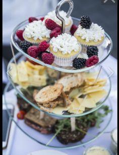 Diner en Blanc Vilnius 2015 / food / picnic food / inspired by afternoon tea / cupcakes