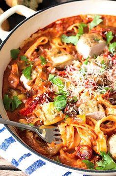 Low FODMAP & Gluten Free Recipe - Tagliatelle with chicken & vegetable ragu Pasta Recipes, Diet Recipes, Chicken Recipes, Cooking Recipes, Healthy Recipes, Ibs Recipes Dinner, Chicken Meals, Fodmap Diet, Low Fodmap
