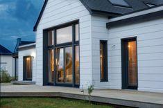 Modern log home with Scandinavian freshness