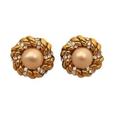 Preowned Chanel Goldtone, Pearl And Rhinestone Earrings - Circa 1986 (23.000 RUB) ❤ liked on Polyvore featuring jewelry, earrings, brown, white pearl earrings, pearl earrings, rhinestone jewelry, pearl earrings jewellery and rhinestone earrings