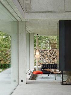 Contemporary Concrete Home In Swiss - http://www.interiordesign2014.com/interior-design-ideas/contemporary-concrete-home-in-swiss/