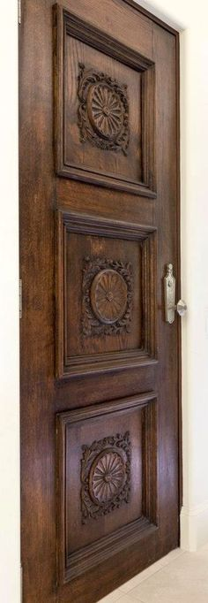 Lesser Seen Options For Custom Wood Interior Doors Wooden Door Design, Main Door Design, Wooden Doors, Barn Door In House, House Doors, Exterior Front Doors, Entrance Doors, Barn Doors, Rustic Exterior
