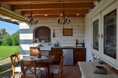 Tornácos ház, kerekes kút, vidéki idill – Házból Otthont Outdoor Decor, House, Kitchen, Home, Farmhouse, Outdoor Kitchen, Country Gardening, Cottage Homes, Home Decor