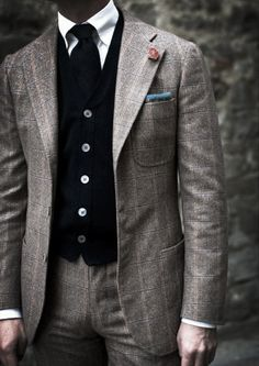 Stylish in a Tweed Suit.    Get ready to win Hucklebury's Blue Presidential Shirt…Enter Pantalone's giveaway today!    Follow Hucklebury for daily dose of fresh and inspirational styles that makes you smile everyday ! We make awesome  clothes from 100% Egyptian Cotton, which is woven in Italy !    Source: meandmybentley