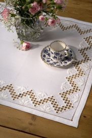 Broderipakninger - www.thuvestua.com Hardanger Embroidery, Embroidery Stitches, Bargello, Cross Stitch Kits, Wallpaper, Places, Carpet, Needlepoint, Wallpapers